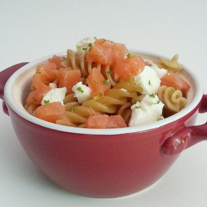 Pasta integrale con salmone, caprino e lime